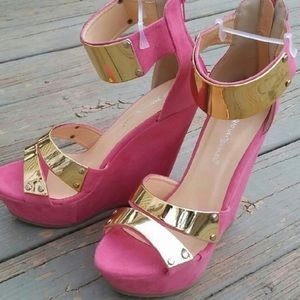 Shoes - 🇺🇸🇺🇸🇺🇸Gorgeous pink wedges